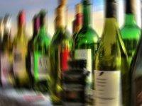 İstanbul'da düzenlenen operasyonda 10 bin litre sahte içki ele geçirildi
