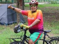 Eski milli sporcu Kovid-19'la mücadele eden sağlık çalışanlarına moral vermek için pedal çeviriyor