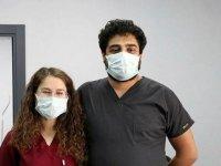 İzinli gününde Kovid-19 aşılaması yapan hemşire eşine 9 saat yardım eden doktor konuştu: