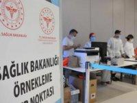 İstanbul Havalimanı'nda kurulan PCR noktasında belli sayıda yolcuya örnekleme temelinde test işlemleri yapılıyor