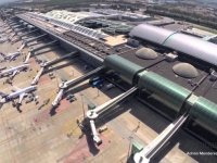 İzmir Adnan Menderes Havalimanı'nda Kovid-19 aşı istasyonu hizmete açıldı