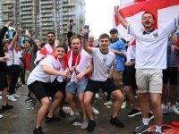 İtalya'da EURO 2020 maçı için gelecek İngiliz taraftarların salgını tetikleyebileceği endişesi yaşanıyor
