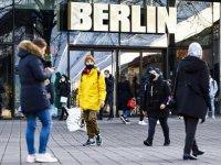 Almanya'da iki doz Kovid-19 aşısı olanlar için tedbirlerin kaldırılması isteniyor
