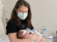 Dil kökü geride doğan bebek, Uşak'ta uygulanan tedaviyle beslenmeye başladı