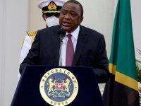 Kenya Devlet Başkanı, 5 hastanenin açılışını gündüz kalabalık olması nedeniyle gece yarısı yaptı