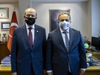 KKTC Cumhurbaşkanı Tatar, emekli Tuğgeneral Nihat İlhan'ın oğlu Prof. Dr. Mustafa Necmi İlhan'ı ziyaret etti