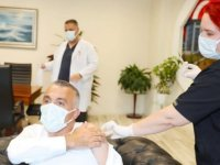 Kırklareli Valisi Bilgin, Kovid-19 aşısının 3. dozunu yaptırdı