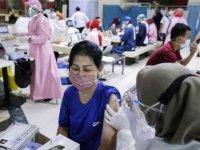 Endonezya'da Kovid-19 vakalarındaki artış, merkeze uzak bölgelerde bakım hizmetlerinde sıkıntılara yol açıyor