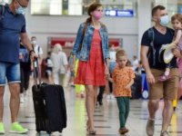 AK Parti Antalya Milletvekili Atay Uslu, Antalya'ya gelen Rus turist sayısının 400 bin olduğunu bildirdi