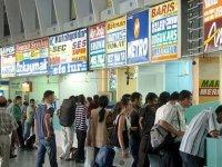 İzmir Şehirlerarası Otobüs Terminalinde bayram öncesi yoğunluk