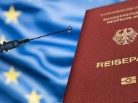 """Almanya'da """"güvenlik açığına"""" neden olabileceği gerekçesiyle eczanelerde aşı sertifikası düzenlenmesi durduruldu"""