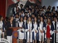 DEÜ Tıp Fakültesinden mezun olan 326 hekim, diploma aldı