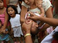 Pakistan'da çocuk felcine karşı aşı kampanyasında görevli personele saldırılarda bir polis öldü