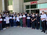 Şanlıurfa'da 9 hastane çalışanının darbedilmesi protesto edildi