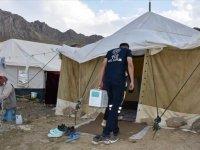 """Sağlık ekipleri gidebildikleri her yerde aşılama yaparak Hakkari'yi """"mavi"""" kategoriye taşıdı"""