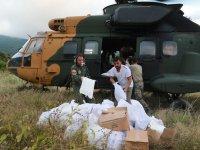 Selde Yardımlar Ulaşılamayan Köylere Helikopterle Taşınıyor