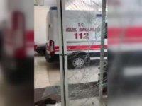 Kahramanmaraş'ta diş ağrısı için ambulans talep eden kişiden 112 istasyonuna  taşlı saldırı