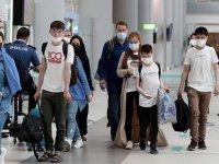Afganistan'dan tahliye edilen 357 yolcu, İslamabad aktarmalı İstanbul'a getirildi
