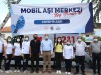 Kaş'ta kurulan mobil aşı merkezinde 715 kişi aşı oldu