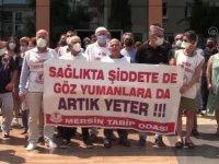 Mersin'de sağlık çalışanları meslektaşlarının darbedilmesini protesto etti