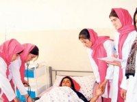 Taliban, kadın sağlık çalışanlarını işlerine dönmeye çağırdı