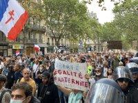 Fransa'da hükümetin Kovid-19 ile mücadele politikası karşıtı gösteriler 9. haftasında