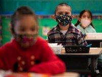 ABD Eğitim Bakanlığı, okullarda maske düzenlemelerini yasaklayan eyaletlerde soruşturma başlattı