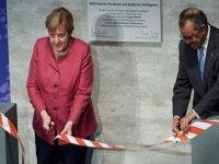 """Berlin'de Dünya Sağlık Örgütünün yeni """"salgın istihbarat"""" merkezi açıldı"""