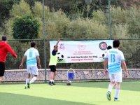Çatak'ta sağlık çalışanlarına destek için dostluk maçı düzenledi