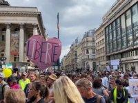 Fransa'da hükümetin Kovid-19 ile mücadele politikası karşıtı gösteriler sürüyor