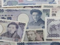 """Japonya'da iktidar partisi başkan adayı Kişida'dan Kovid-19'a karşı """"on trilyonlarca yenlik"""" mali destek sözü"""