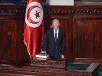 """Tunus'ta Cumhurbaşkanı'nın olağanüstü yetkilerini süresiz uzatması """"maskeli diktatörlüğe"""" işaret ediyor"""
