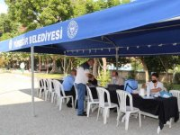 Adana'da belediyenin kurduğu aşı standı vatandaşların hizmetine sunuldu