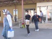 """Aşı timleri Bayburt'un """"mavi"""" kategoriye geçmesi için köyleri dolaşıyor"""