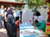 Elazığ'da vatandaşlar cemevinde aşı oldu