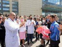 """Ampute Milli Futbol Takımı """"kupa"""" sözü verdikleri sağlıkçıları ziyaret etti"""
