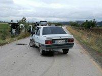 Mobil aşı ekibinin aracının otomobille çarpışması sonucu 3 kişi yaralandı