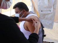 Şanlıurfa'da dönüşe geçen mevsimlik tarım işçileri için aşı istasyonu kuruldu