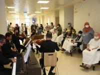 Eskişehir Şehir Hastanesi palyatif servisinde yatan hastalara moral desteği