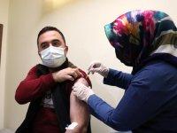 Erzurum'da TURKOVAC Faz-3 çalışması kapsamında gönüllüler aşılanıyor
