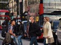 İngiltere Sağlık Bakanı'ndan, kışın günlük Kovid-19 vaka sayılarının 100 bine ulaşabileceği uyarısı