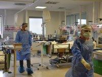 Kovid-19 servisindeki sağlık çalışanları hastaların aşı pişmanlığına şahitlik ediyor