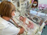 Nefes alamayan Aras bebeğin 4 toplardamarı operasyonla kalbine bağlandı