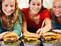 Sürekli fast food yedi iki böbreği de iflas etti!