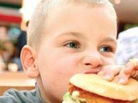 Tıka basa yedirmek çocuklarda Tip 2 diyabete yol açıyor