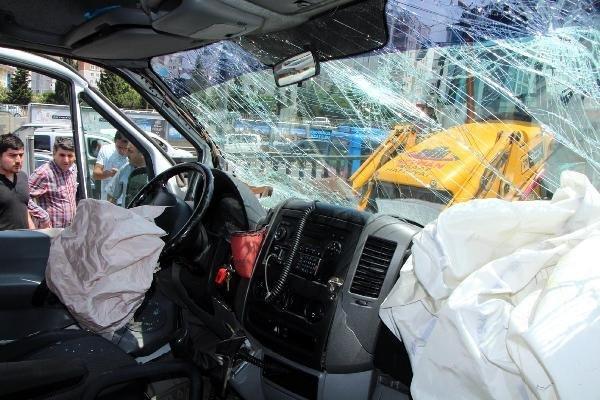 ambulans-kaza-2-001.jpg
