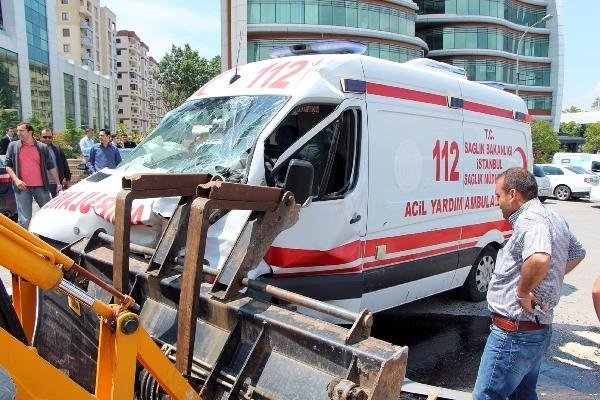 ambulans-kaza-3-001.jpg