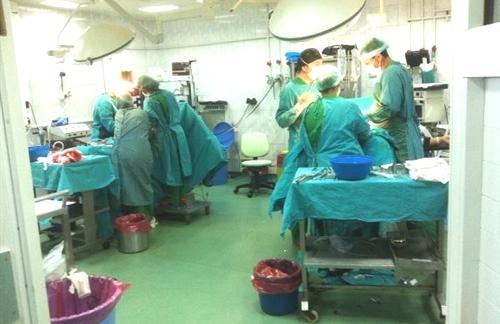 bir-ameliyathanede-ayni-anda-iki-operasyon.jpg