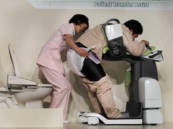 hasta-ve-yaslilar-icin-robot1.jpg