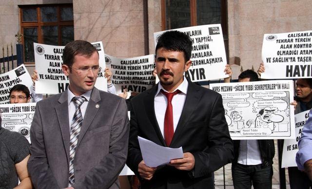 tibbi-sekreterler-protesto2.jpg